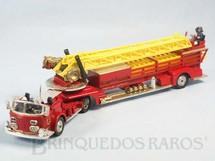 1. Brinquedos antigos - Corgi Toys - American LaFrance Aerial Rescue Truck completo com 6 escadas e 6 figuras Primeira Série Década de 1960