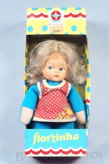 1. Brinquedos antigos - Estrela - Boneca Florzinha com 17,00 cm de altura Década de 1980