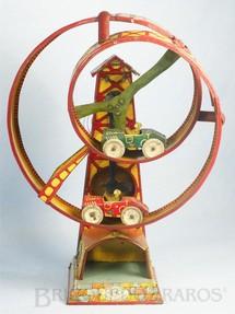 1. Brinquedos antigos - C.K. - Torre com 29,00 cm de altura Pista helicoidal e dois carros Década de 1930