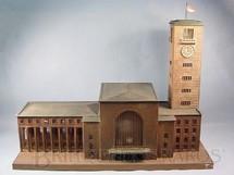 1. Brinquedos antigos - Marklin - Estação com 88,00 cm de comprimento e Torre do Relógio com 65,00 cm de altura Stuttgarter Bahnhof Iluminação Elétrica Década de 1930