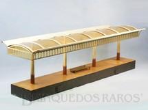 1. Brinquedos antigos - Marklin - Plataforma de Embarque com 71,00cm de comprimento e 22,00 cm de altura Bitola 1 Década de 1910
