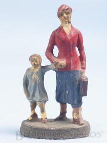 1. Brinquedos antigos - Elastolin - Mulher com criança Bitola 1 Década de 1930