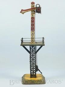 1. Brinquedos antigos - Bing - Sinaleiro de linha com 41,00 cm de altura Bitola 1 Década de 1920