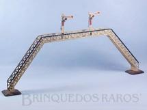 1. Brinquedos antigos - Marklin - Passarela com dois Sinaleiros de linha 30,00 cm de altura Bitola 1 Década de 1930