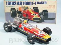 1. Brinquedos antigos - Daishin - Lotus 49 Ford Formula 1 Racer com 40,00 cm de comprimento Motor e pistões iluminados Sistema Bate e Volta Década de 1970