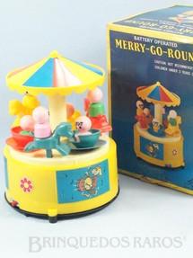 1. Brinquedos antigos - Daiya - Carrossel Merry-Go-Round com 18,00 cm de altura Década de 1990