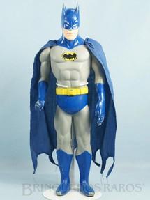 1. Brinquedos antigos - Sem identificação - Boneco do Batman com 37,00 cm de altura Capa de tecido Datado 1988