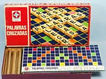 1. Brinquedos antigos - Estrela - Jogo Palavras Cruzadas completo com 120 pedras de madeira Ano 1973
