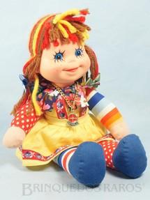 1. Brinquedos antigos - Estrela - Boneca Emília Sítio do Pica Pau Amarelo com 32,00 Cm de altura Suspensórios vermelhos Ano 1980
