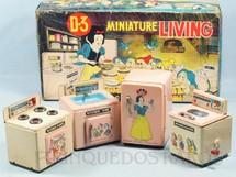 1. Brinquedos antigos - Modern Toys e Masudaya Toys - Conjunto de quatro peças Cozinha da Branca de Neve Miniature Living Walt Disney Ano 1967