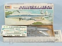 1. Brinquedos antigos - Revell - Avião Super Constellation Varig Embalagem lacrada completo com Decalcomanias Década de 1970