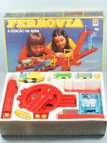 1. Brinquedos antigos - Estrela - Conjunto completo Ferrovia A Estação da Mina Ano 1979