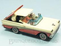 1. Brinquedos antigos - Kosge - Ford Fairlane 500 Skyliner 1958 Conversível com 23,00 cm de comprimento Recolhe a capota e o motorista move a cabeça Década de 1960