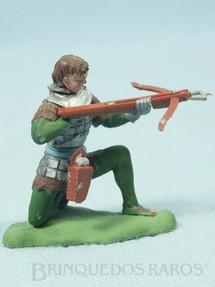 1. Brinquedos antigos - Britains - Soldado medieval ajoelhado atirando com Besta Série Swoppet Knights completo Perfeito estado Década de 1960