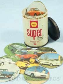 1. Brinquedos antigos - Sem identificação - Jogo da Memória Lata de Óleo Shell Super com 44 pares de discos com imagens de Carros Brasileiros da época 6,00 cm de altura Década de 1970