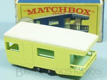 1. Brinquedos antigos - Matchbox - Trailer Caravan black plastic Regular Wheels amarelo