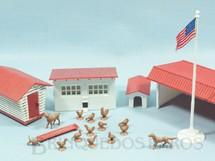 1. Brinquedos antigos - Bachmann - Conjunto de Construções Rurais com 14 Animais Domésticos Série Plasticville Ano 1952