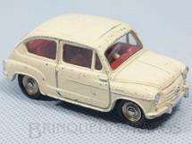 1. Brinquedos antigos - Dinky Toys - Fiat 600 Década de 1950