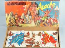 1. Brinquedos antigos - Casablanca e Gulliver - Conjunto Acampamento Apache completo com 6 Tendas  2 Cavalos e 8 Índios Atlantic Ano 1986