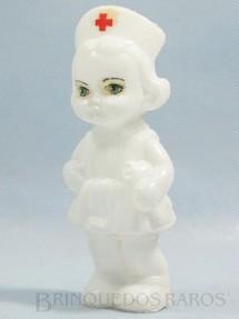 1. Brinquedos antigos - Sem identificação - Boneca Enfermeira com 16,00 cm de altura Década de 1970