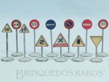 1. Brinquedos antigos - Dinky Toys - Conjunto Completo de doze Placas de Sinalização de Trânsito Ano 1958