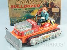1. Brinquedos antigos - Nomura Toys - Trator Bulldozer Motor iluminado e Boneco com Movimento 24,00 cm de comprimento Sistema Bate e Volta Ano 1968