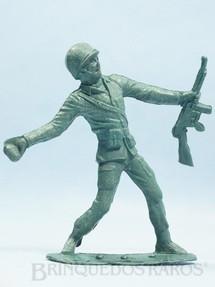 1. Brinquedos antigos - Plásticos Elsa - Soldado atirando granada com 14,00 cm de altura Década de 1970