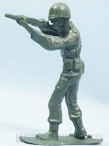 1. Brinquedos antigos - Plásticos Elsa - Soldado atirando com Fuzil 14,00 cm de altura Década de 1970