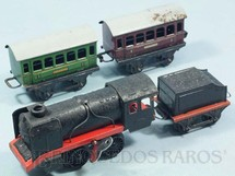 1. Brinquedos antigos - Sem identificação - Conjunto de Locomotiva a Vapor e dois Carros de Passageiros Made in US Zone Década de 1950