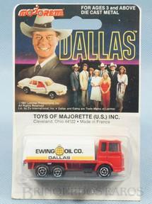 1. Brinquedos antigos - Majorette - Caminhão Tanque Camion Citerne Ewing Oil Co. Série Dallas Blister Lacrado Década de 1970