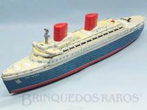 1. Brinquedos antigos - Yonezawa - Transatlântico Sea Queen com 47,00 cm de comprimento Acende as Chaminés e toca música enquanto navega Década de 1960