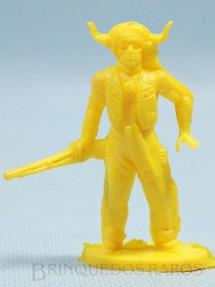 1. Brinquedos antigos - Casablanca e Gulliver - Chefe índio de pé com rifle Plástico amarelo Década de 1980