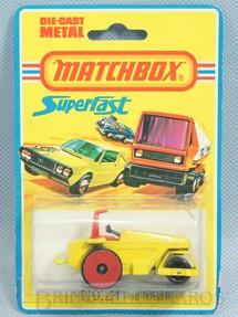 1. Brinquedos antigos - Matchbox - Rod Roller Superfast rodas vermelhas Blister aberto Década de 1970