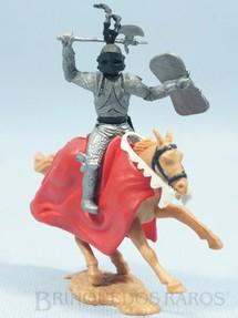 1. Brinquedos antigos - Timpo Toys - Guerreiro Medieval a cavalo com machado e escudo Década de 1970