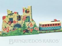 1. Brinquedos antigos - Sem identificação - Trem Fantasma Halloween Pista com Bonde e Castelo Mau Assombrado 62,00 x 38,00 cm Made in US Zone Década de 1950