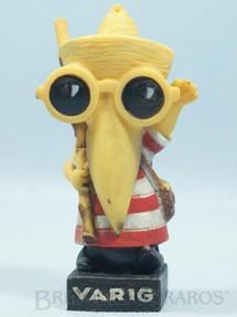 1. Brinquedos antigos - Sem identificação - Tucano brinde Varig com 12,00 cm de altura Criação Francesc Petit Varig Promo Doll Década de 1970