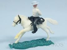 1. Brinquedos antigos - Sem identificação - Cowboy montado a cavalo com as mãos amarradas Cópia da Timpo Toys Década de 1970