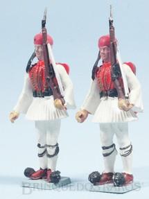 1. Brinquedos antigos - Aohna - Soldado Grego montando guarda com fuzil Década de 1970 Preço por unidade