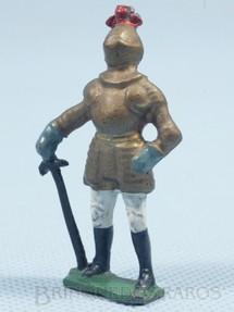 1. Brinquedos antigos - Sem identificação - Soldado Medieval de pé com Armadura