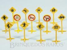 1. Brinquedos antigos - Onix - Placas de Sinalização de Trânsito Brinde que vinham em doces Década de 1960 Preço por unidade
