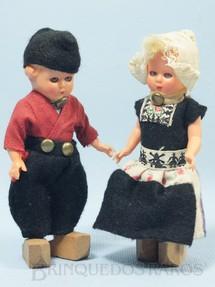 1. Brinquedos antigos - Sem identificação - Casal de Bonecos com traje típico da Holanda 12,00 cm de altura Década de 1970