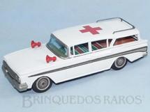 1. Brinquedos antigos - Bandai - Ambulância Ford Rambler com 29,00 cm de comprimento Década de 1960