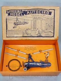 1. Brinquedos antigos - Britains - Autogiro com 14,00 cm de comprimento Distribuição Americana Cierva gira a hélice superior conforme desliza no fio Ano 1935