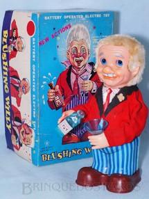 1. Brinquedos antigos - Yonezawa - Automato Blushing Willy com Garrafa de Whisky 26,00 cm de altura Derrama Liquido no copo e simula beber Movimenta os braços os olhos e acende o nariz Década de 1970