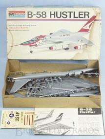 1. Brinquedos antigos - Monogram - Avião Convair B-58 Hustler Década de 1970