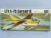 1. Brinquedos antigos - Revell - Avião Corsair II LTV A-7D caixa lacrada Década de 1970