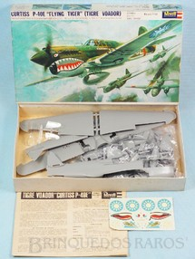 "Brinquedos Antigos - Revell - Avi�o Curtiss P-40E ""Flying Tiger"" Caixa dura Fabrica��o final da D�cada de 1960"