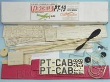 Brinquedos Antigos - Aero-Brás - Avião Fairchild PT-19 Escala Voador de madeira balsa entelada com 69,00 cm de envergadura 100% completo perfeito estado Década de 1990