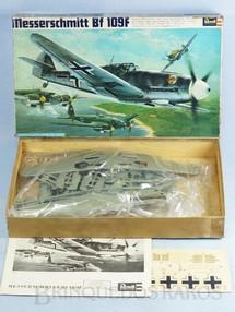 1. Brinquedos antigos - Revell - Avião Messerschmitt Bf 109F caixa dura Década de 1960