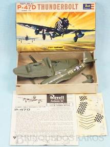 1. Brinquedos antigos - Revell - Avião Republic Thunderbolt P-47D Caixa Dura e Manual em excelente estado fabricação pré 1964 Kit montado